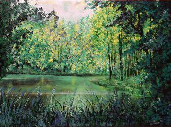 Letni dzień nad leśnym jeziorem